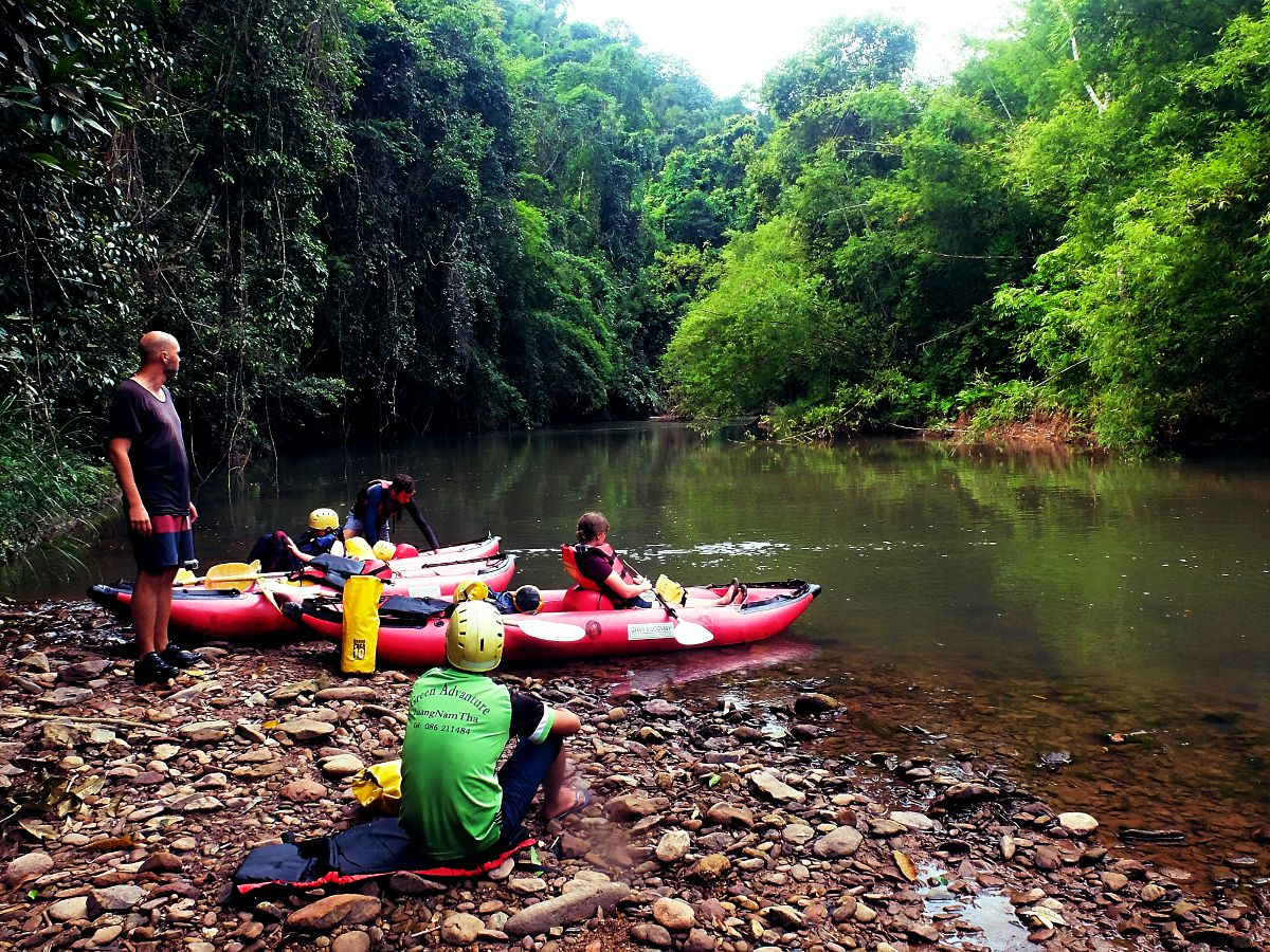 Kayaken durch den Dschungel in Nordlaos. (Foto: Ruti)