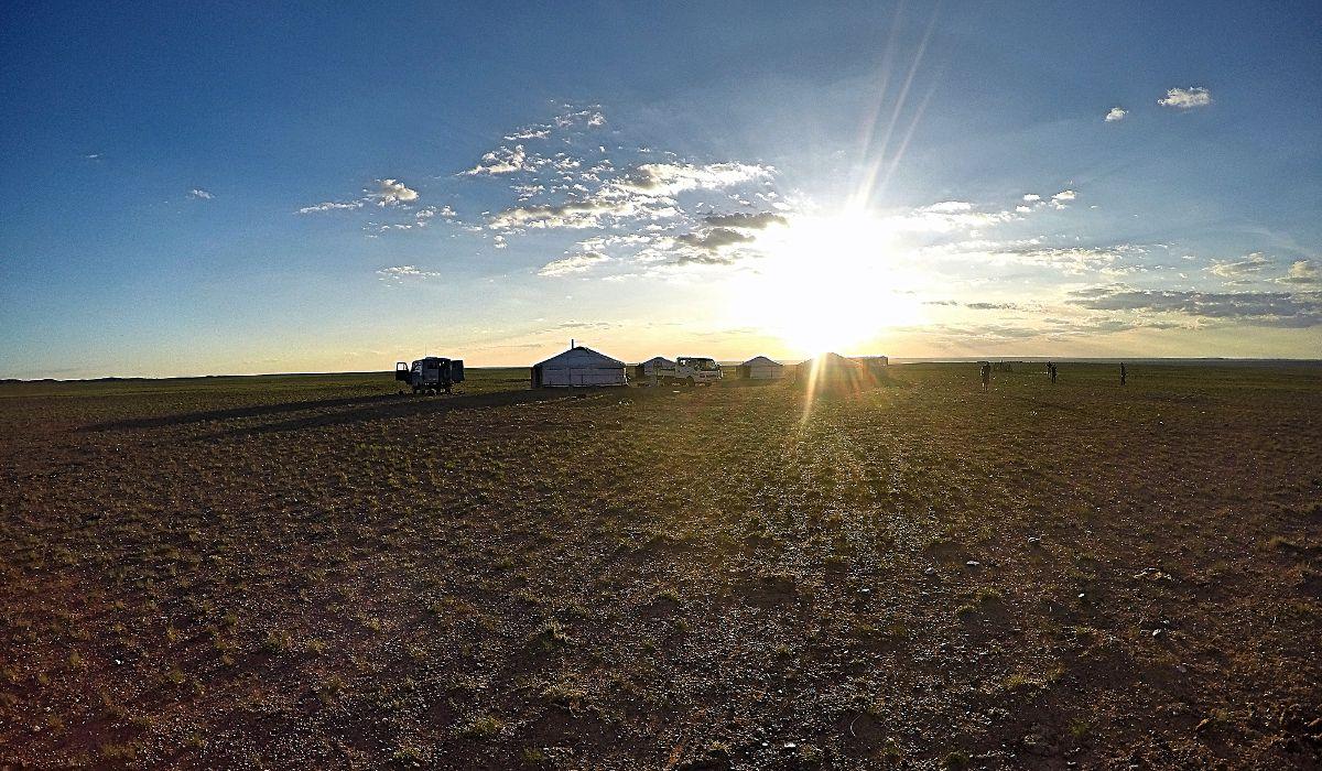 Die Hälfte der Bevölkerung in der Mongolei sind immer noch Nomaden und leben wie hier auf dem Bild. Ich habe nur 8 Tage so gelebt. (Foto: Ruti)