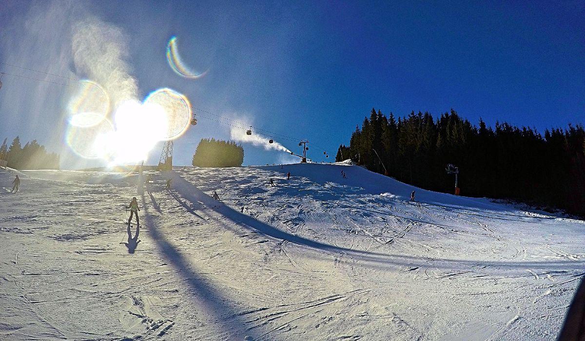 Zur Jahreswende war ich in Sankt Johann im Pongau. Die Piste hier im Skigebiet Ski Amadé sieht super aus, ist aber alles Kunstschnee - ein Wunderwerk der Technik. (Foto: Ruti)