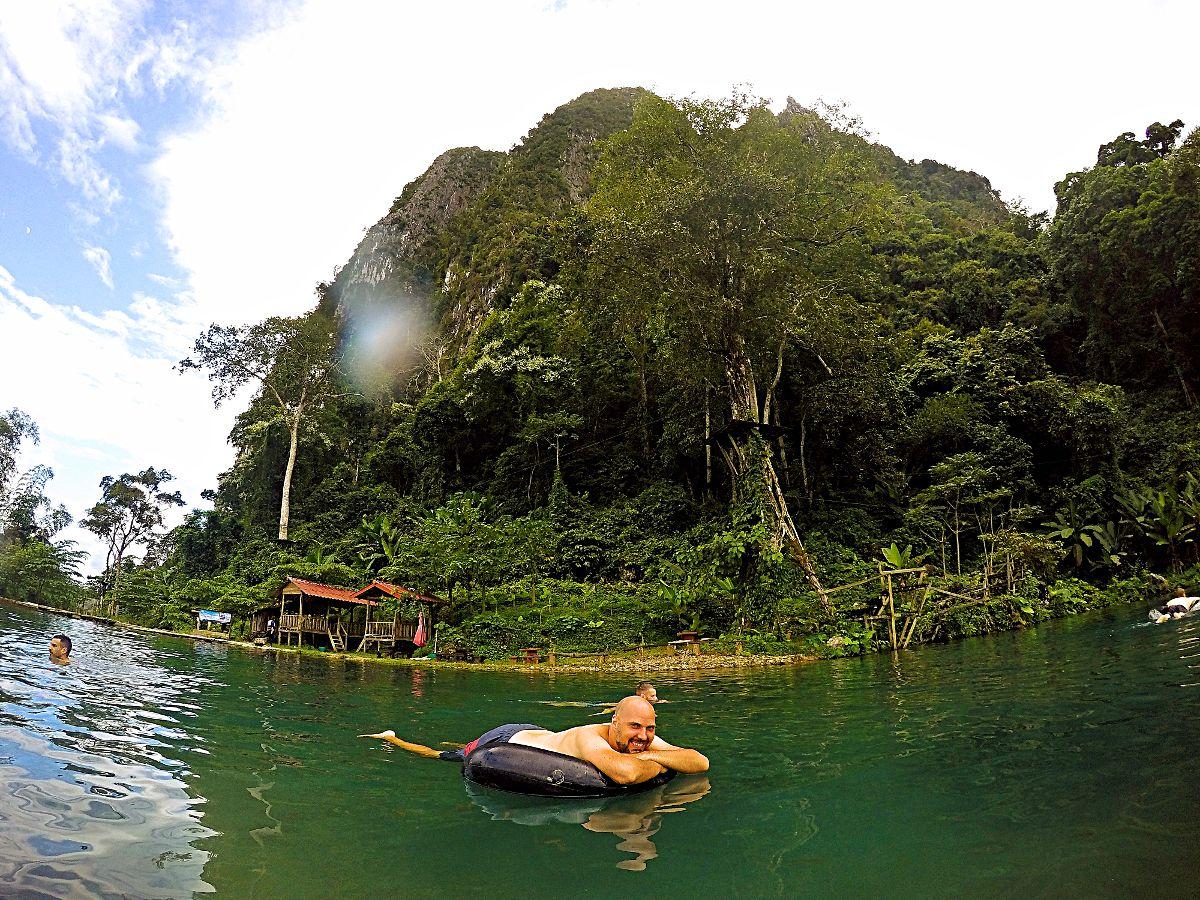 Auch wenn Laos nicht am Meer liegt, kann trotzdem Baden gehen. (Foto: Ruti)