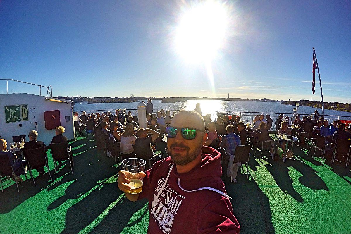 Bierchen auf dem Sonnendeck von Stockholm, Schweden nach Riga, Lettland (Foto: Ruti)