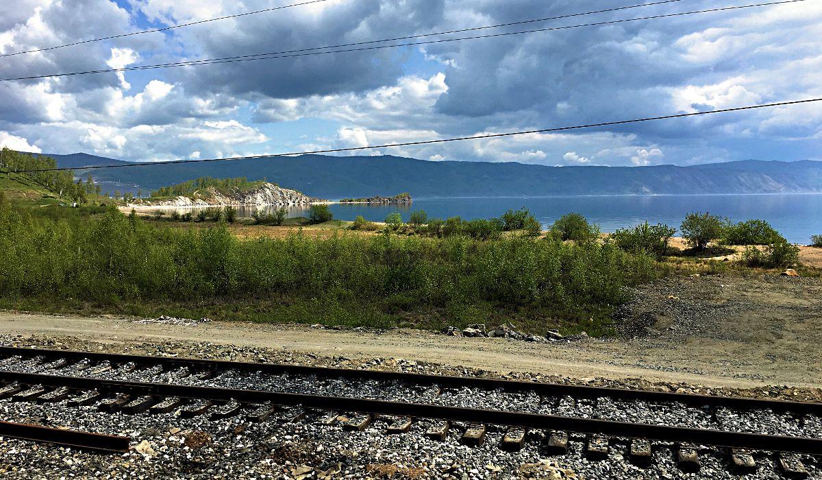 Blick aus dem Zug auf den Baikalsee (Foto: Ruti)