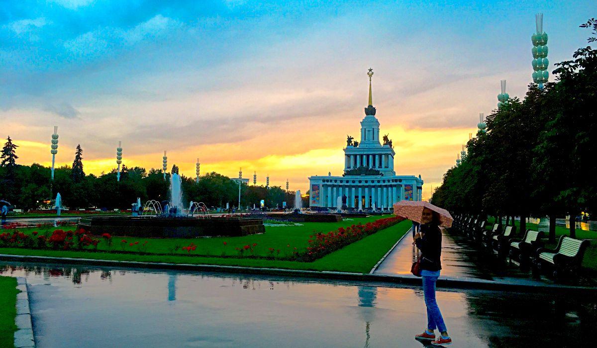 Ein Besuch des Geländes VDNKh in Moskau ist eine gute Gelegenheit, die sowjetische Architektur kennenzulernen. (Foto: Ruti)