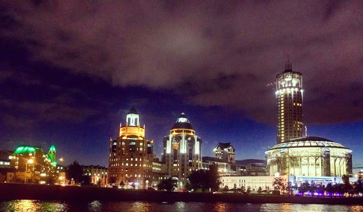 Die City Space Bar in Moskau befindet sich in dem Turm rechts. (Foto: Ruti)