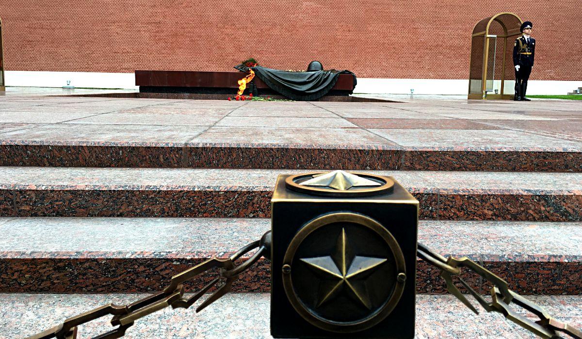 Das Grab des unbekannten Soldaten ist eine Gedenkstätte für die Opfer des 2. Weltkriegs. (Foto: Ruti)