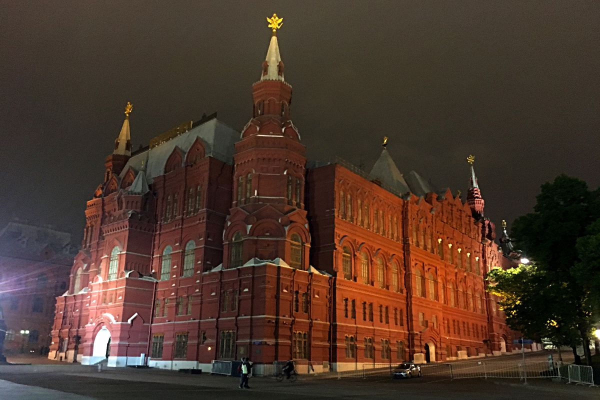 Dieses bekannte Gebäude ist das historische Museum und steht auf dem Roten Platz in Moskau. (Foto: Ruti)
