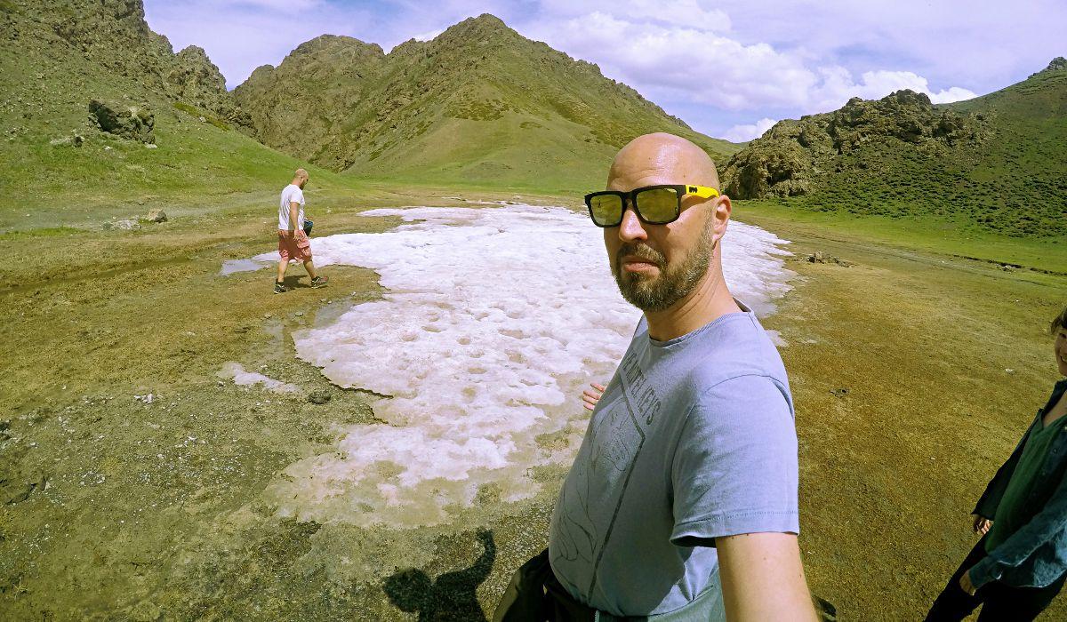 Nanu, T-Shirt-Wetter und dann plötzlich Eis in der Mongolei (Foto: Ruti)