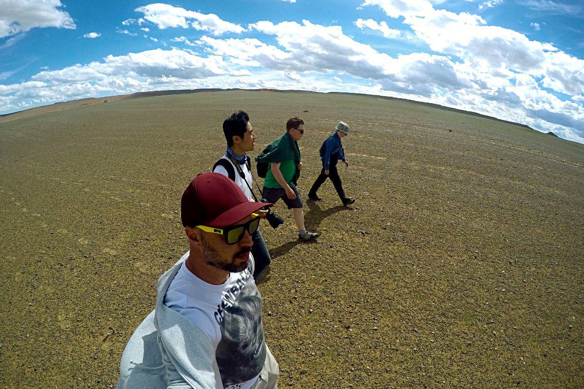 Ein Spaziergang durch die endlose mongolische Steppe. (Foto: Ruti)