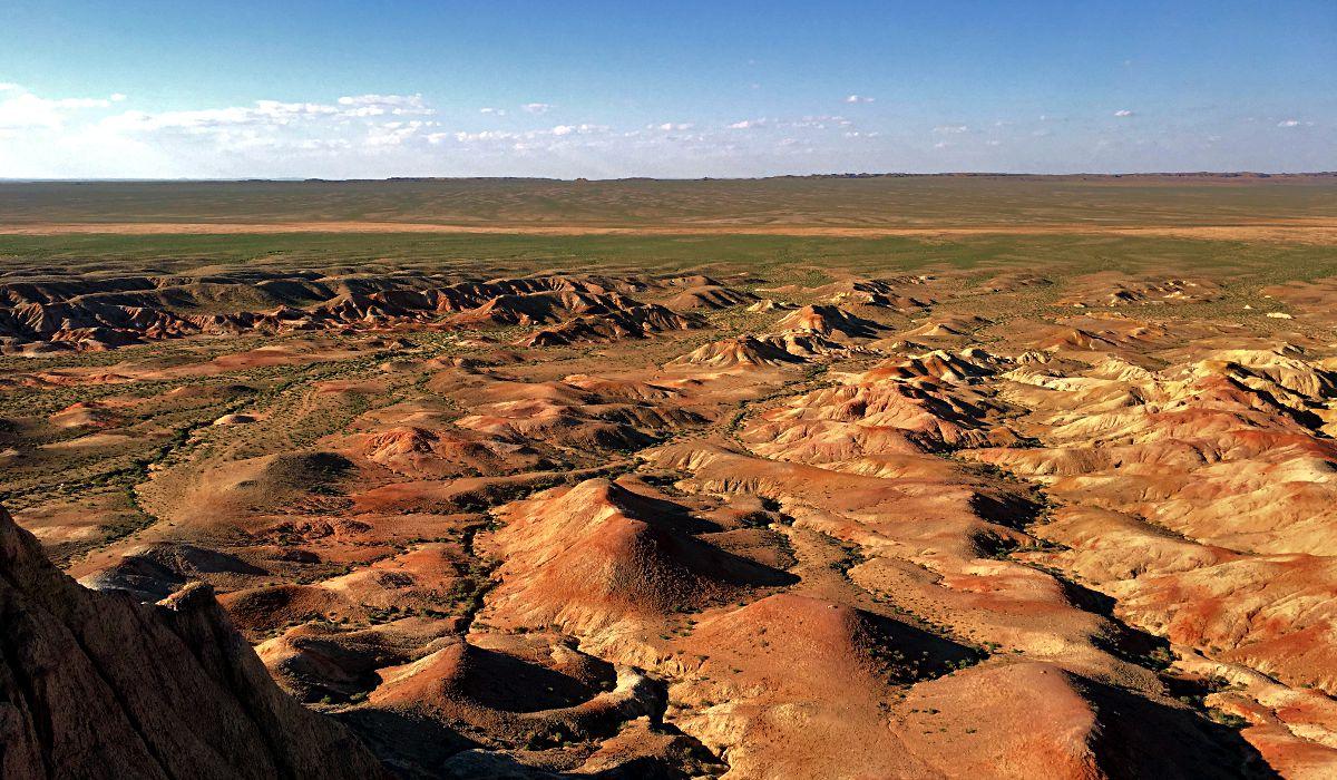 Die Hügel-Landschaft White Stupa in der Mongolei (Foto: Ruti)