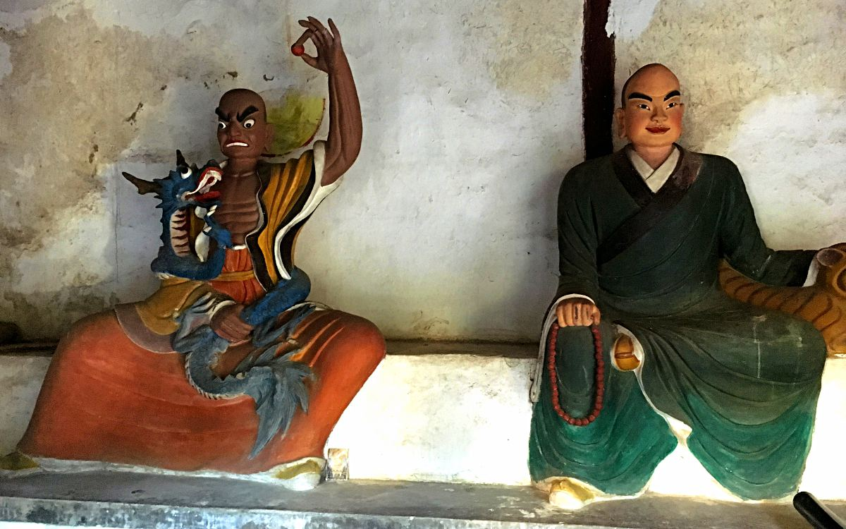 Figuren wie diese gab es im Wu-Wei-Tempel in China reichlich. (Foto: Ruti)