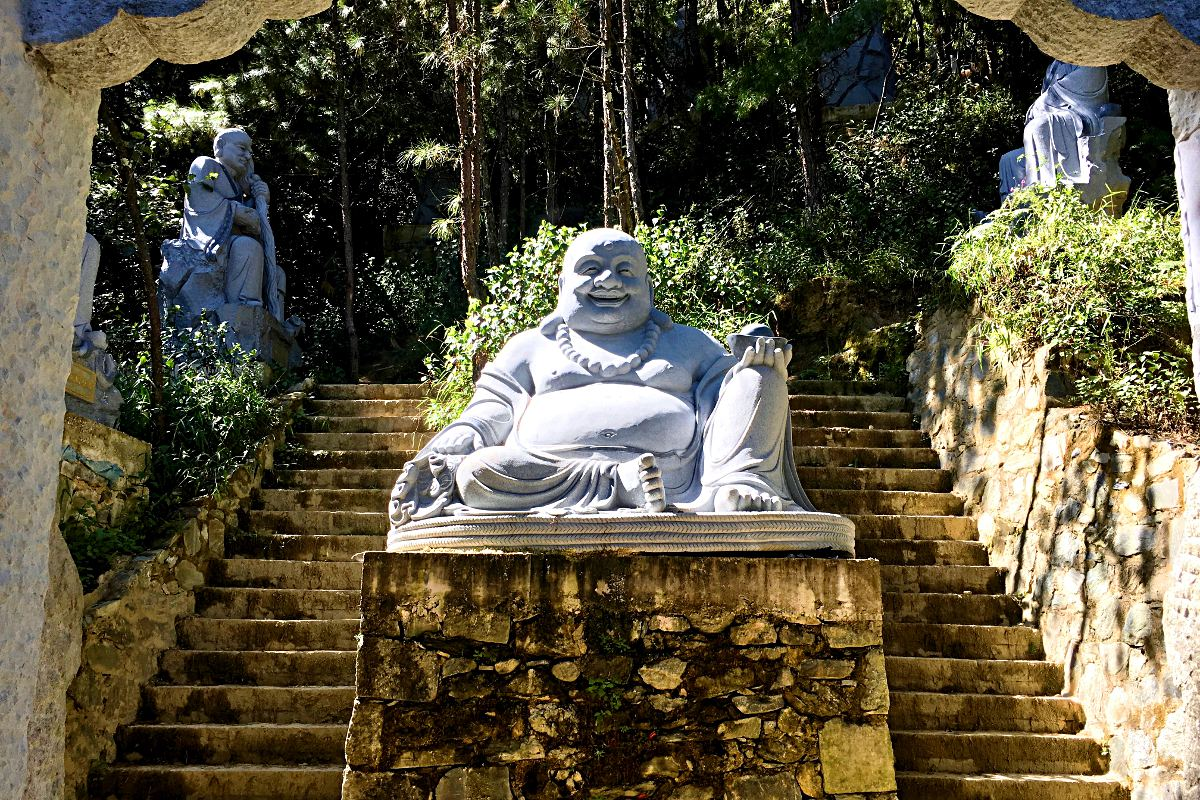 Vom Anbau des Wu-Wei-Tempels waren zumindest schon einige Statuen fertig. (Foto: Ruti)