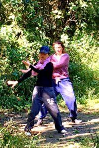 Ding Ding (vorne), zeigt wie Tai Chi auszusehen hat. (Foto: Ruti)
