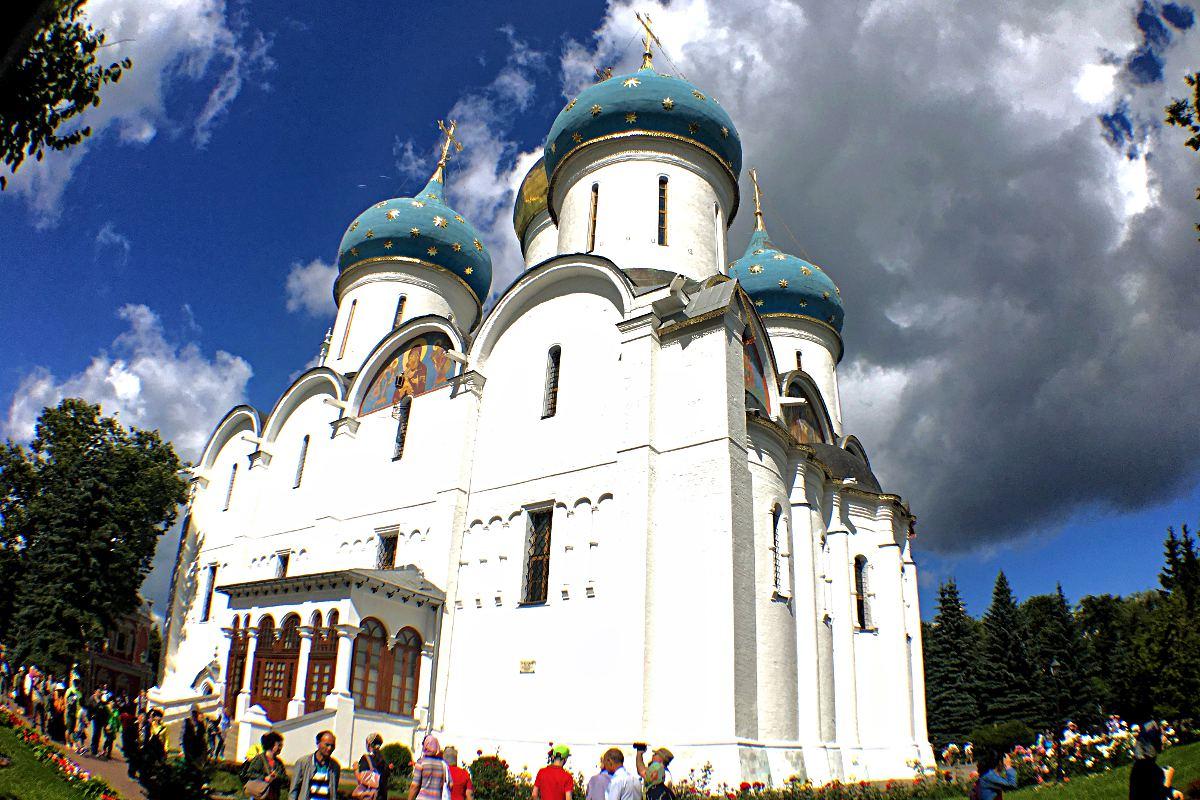 Das Dreifaltigkeitskloster in Sergijew Possad hat mehr als eine sehenswerte Kirche zu bieten. (Foto: Ruti)