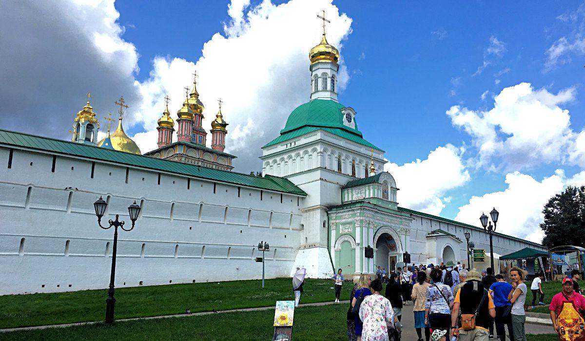 Das Eingangstor zum Dreifaltigkeitskloster in Sergijew Possad. (Foto: Ruti)