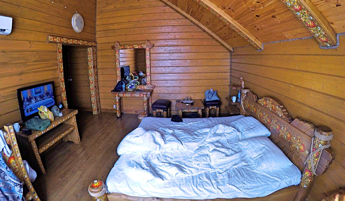 "Unser hübsch verziertes Zimmer im Hotel ""Bäreneck"" (Foto: Ruti)"