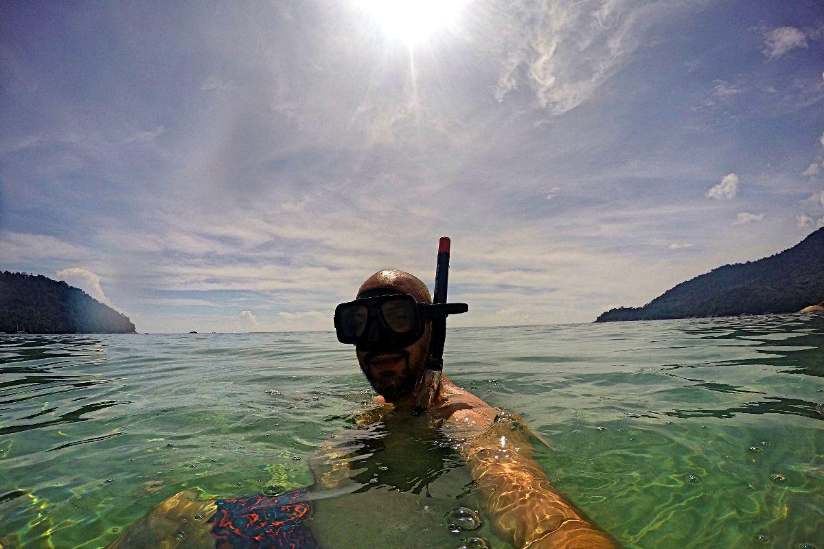 Direkt am Strand in Tioman kann man ganz nett schnorcheln. (Foto: Ruti)