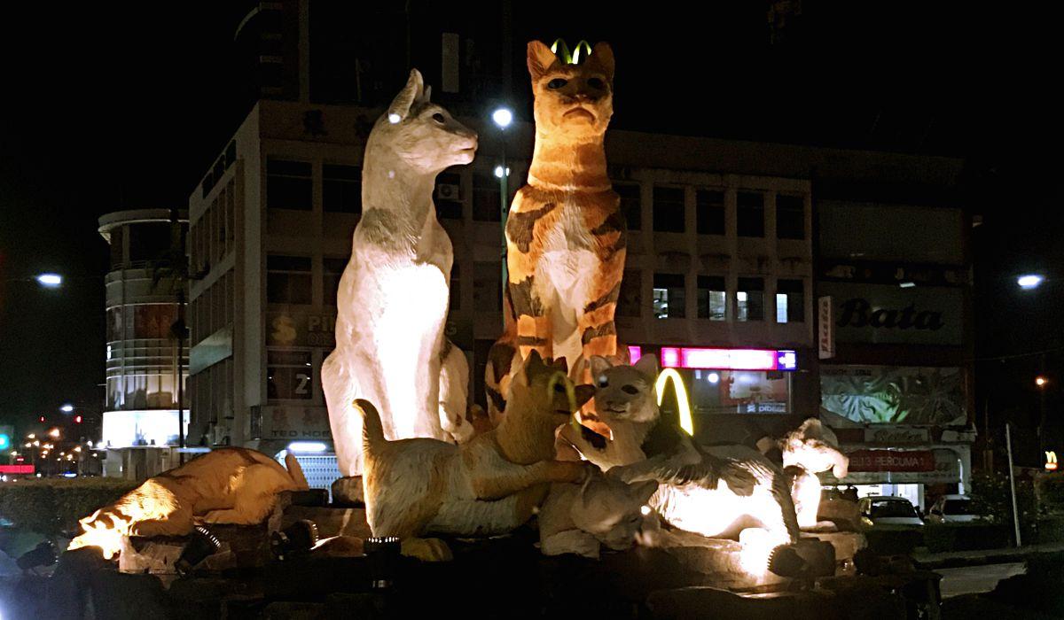 """Kuching heißt """"Katze"""" und dem Vierbeiner wird hier viel Aufmerksamkeit geschenkt. (Foto: ruti)"""
