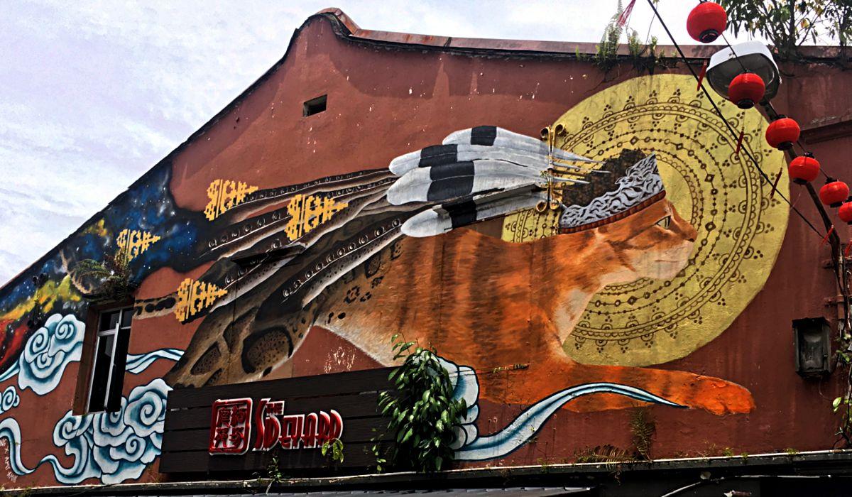 """Streetart befasst sich in Kuching ebenfalls mit dem Thema """"Katze"""". (Foto: ruti)"""