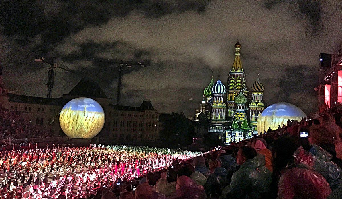 Jedes Jahr werden Militärmusikkapellen aus aller Welt auf den Roten Platz eingeladen, um eine große Sause zu feiern. (Foto: Ruti)
