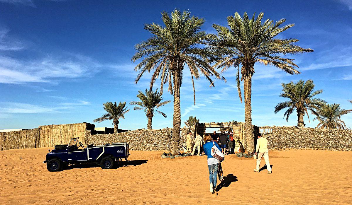 Das Camp, in dem wir unser Frühstück einnahmen, war wie eine kleine Oase in Dubais Wüste. (Foto: Ruti)