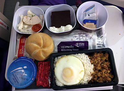 Mittagessen bei Thai Airways auf dem Flug von Frankfurt nach Bangkok im Jahr 2017 (Foto: ruti)