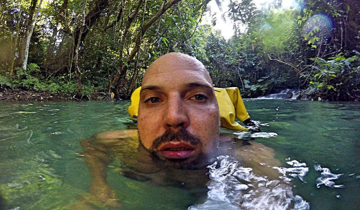 Schwimmen in den Naturbecken der Kuang si Wasserfälle in Laos. (Foto: Ruti)