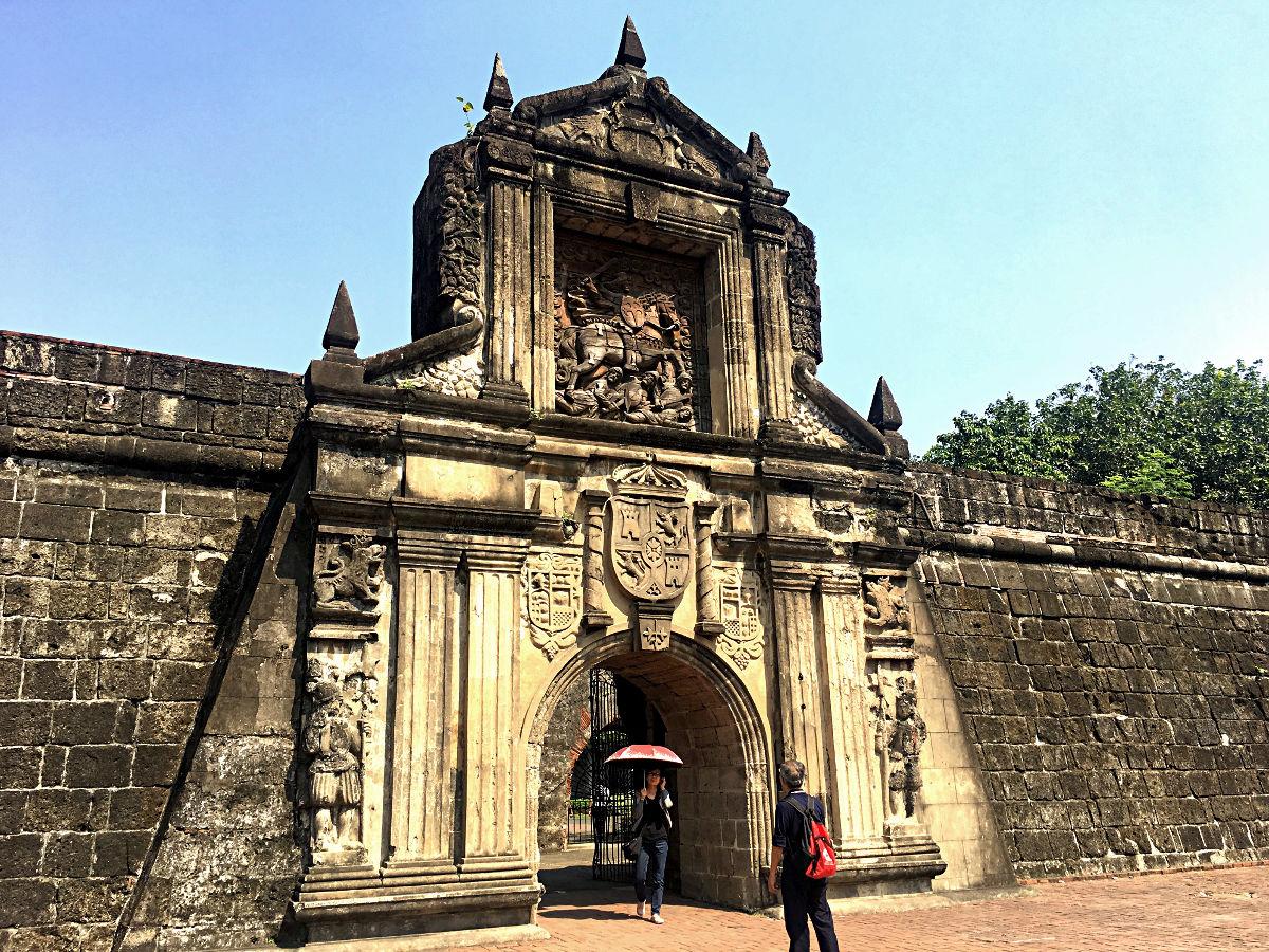 Das Fort in Manila kostet Eintritt, ist aber relativ unspektakulär. Aber dieses Tor ist ganz nett, finde ich. (Foto: Ruti)