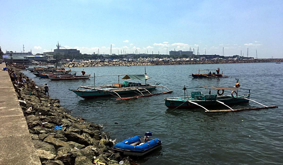 """Die Boote mit den """"Stützrädern"""" sind die typischen Bangka-Boote der Filipinos. (Foto: Ruti)"""
