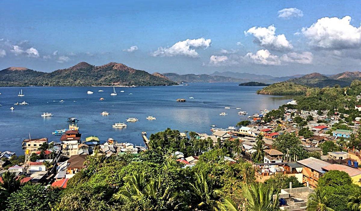 Die Bucht vor Coron lässt erahnen, warum dies ein paradiesisch schöner Ort ist. (Foto: Ruti)