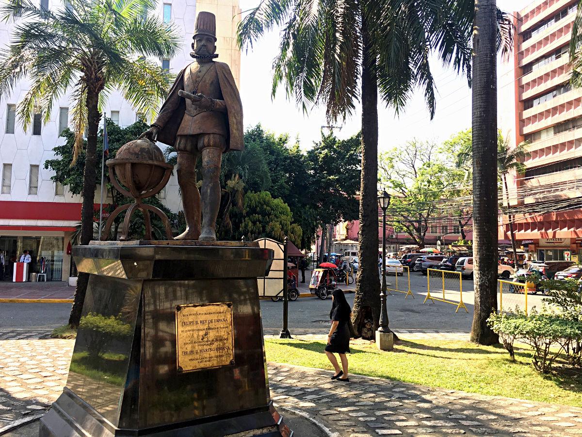 Statue von Felipe II., König von Spanien im spanischen Viertel in Manila (Foto: Ruti)