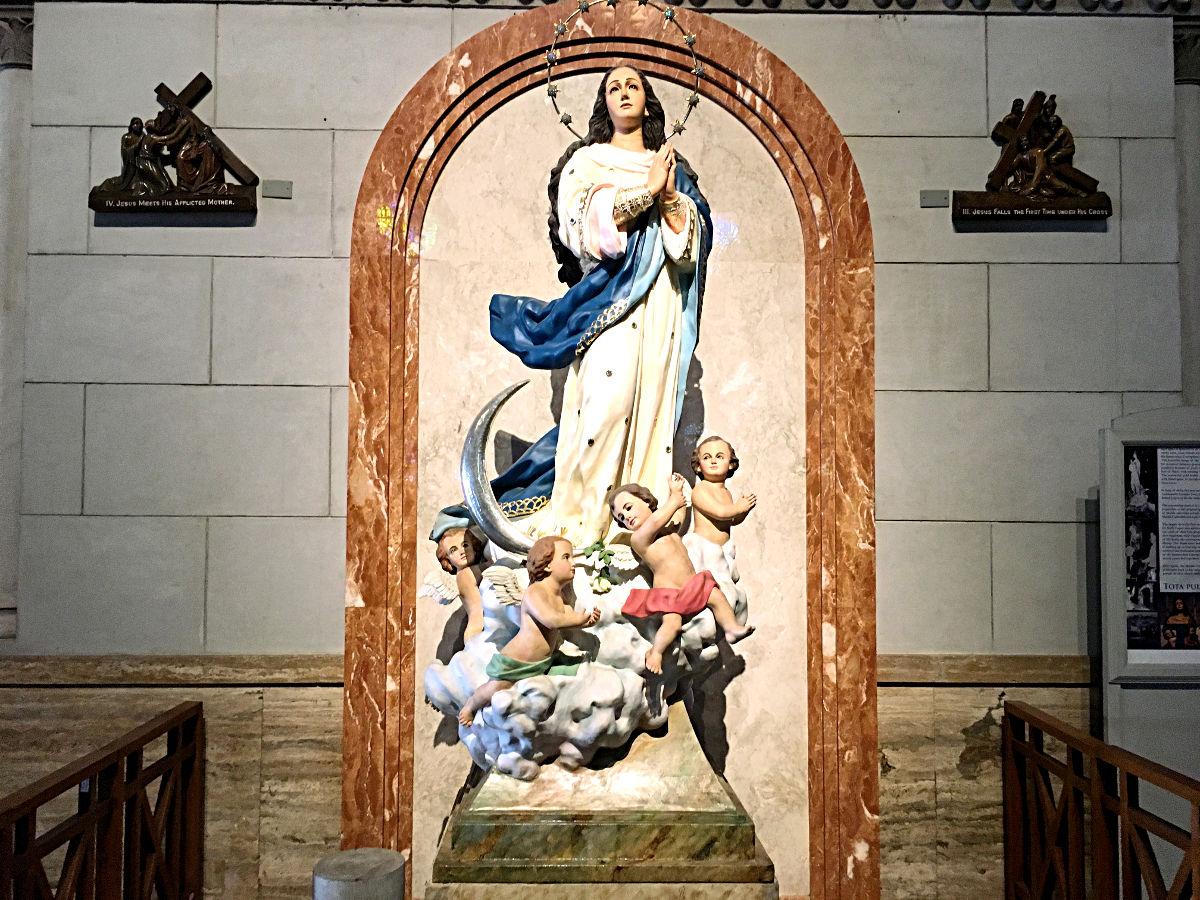 Die Mutter Gottes in der Kathedrale von Manila (Foto: ruti)