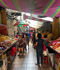 Die für Chinatowns typischen engen Marktgassen gibt es auch in Manila. (Foto: Ruti)