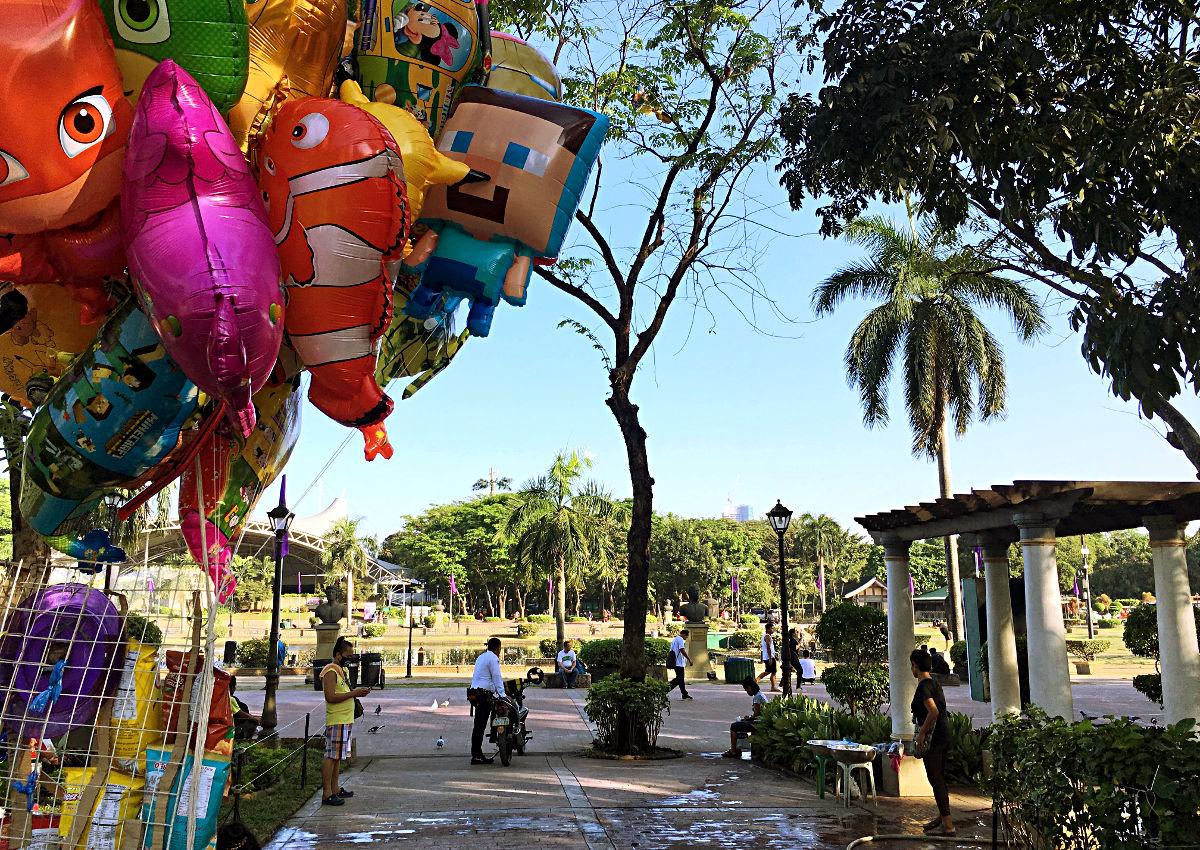 Luftballons und Parks - das passt auch in Manila gut zusammen. (Foto: Ruti)