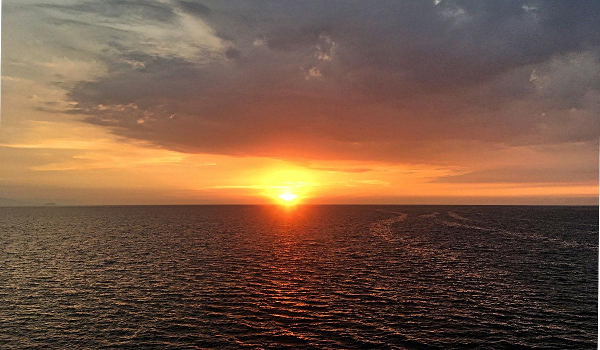 So ein Sonnenuntergang auf einem Schiff sehe ich auch nicht alle Tage. (Foto: Ruti)