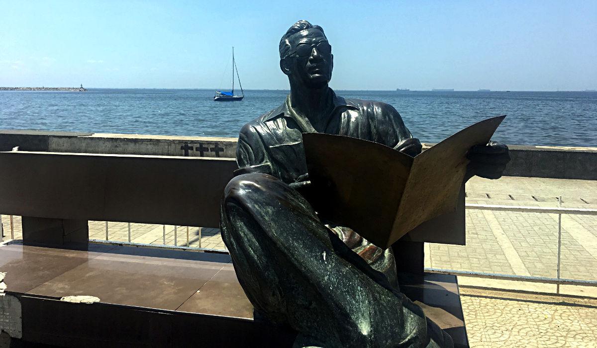 Diese und andere Statuen säumen den Baywalk. (Foto: Ruti)