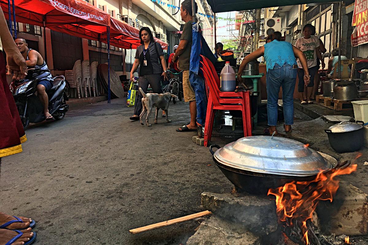 """Auch im """"Intramuros"""" findet das typische philippinische Straßenleben statt. (Foto: Ruti)"""
