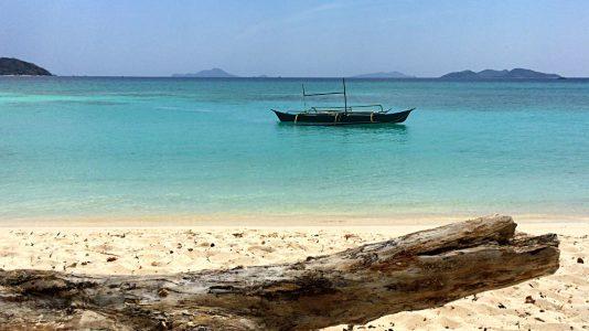 In der Palawan-Region auf den Philippinen ist das Wasser unrealistisch blau. (Foto: Ruti)