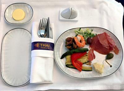 Eine Leckerei in der Business-Class von Thai Airways auf dem Weg von Frankfurt nach Bangkok 2018 (Foto: Ruti)