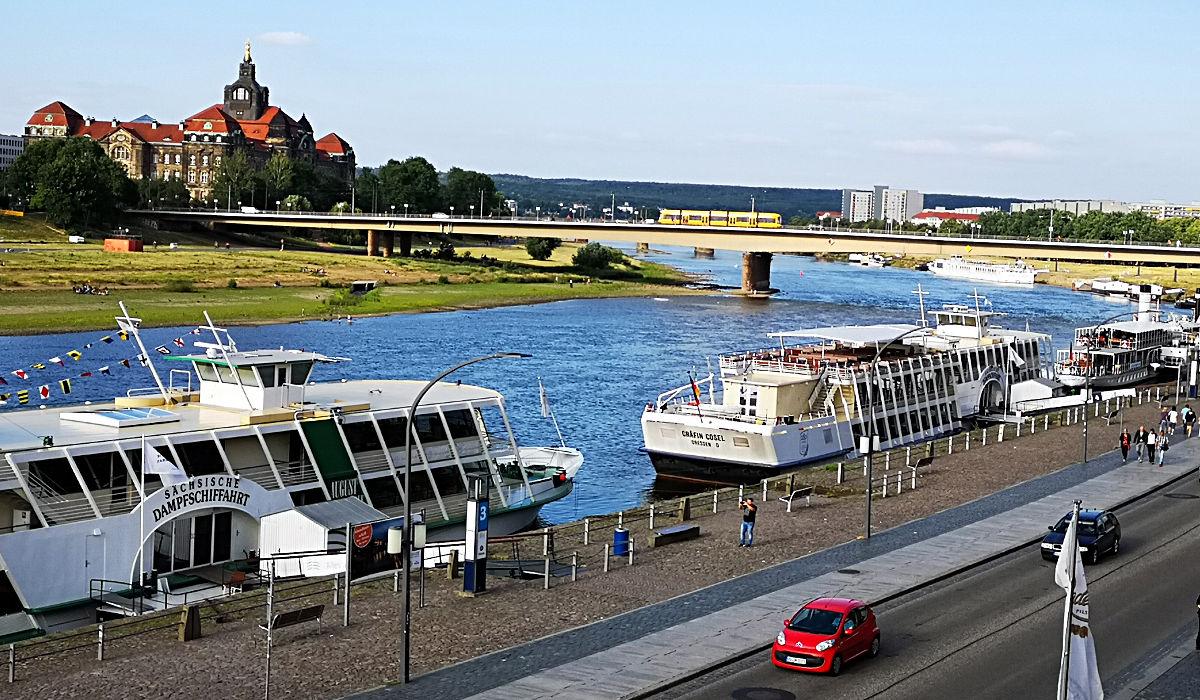 Eine bei Touristen beliebte Sache ist eine Fahrt auf der Elbe mit einem Raddampfer der Sächsischen Dampfschifffahrt. (Foto: Ruti)