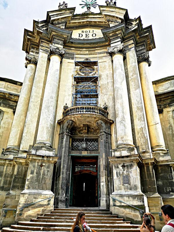 Die Front der Dominikanerkirche in Lwiw. (Foto: Ruti)