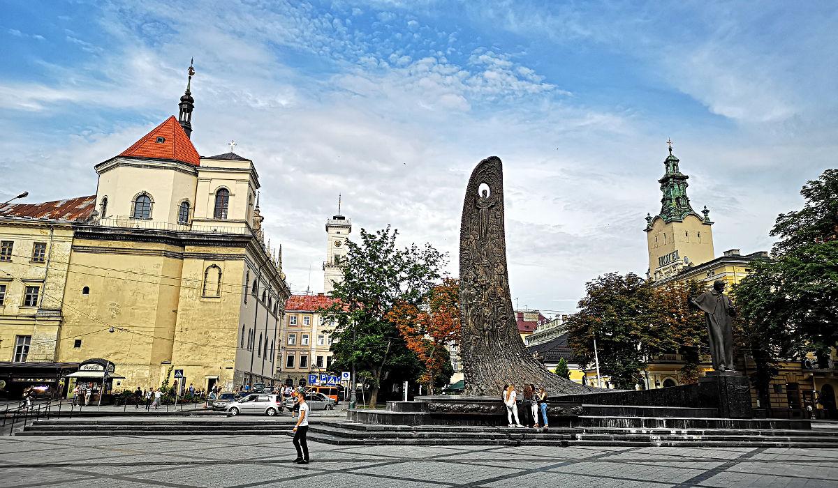 Das Denkmal für Tars Schwetschenko mit einer Darstellung des Aufstiegs des ukrainischen Volkes. (Foto: Ruti)