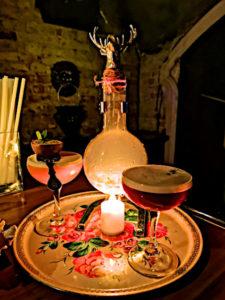 Spitzen-Cocktails gibts auch in der Mendeleev Bar - und danach chinesisches Essen. (Foto: Ruti)