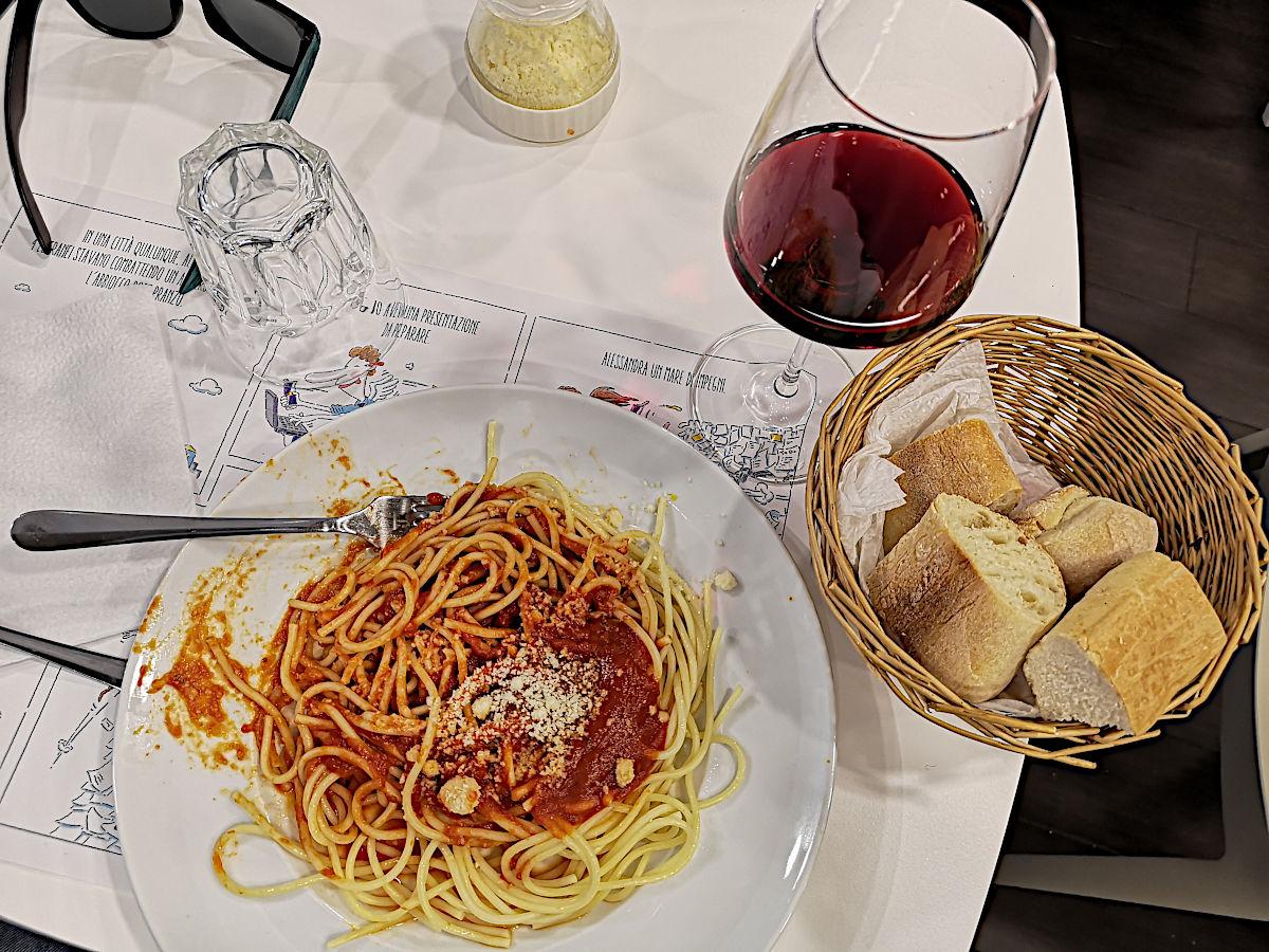 Ich gebe zu, mein Mittagessen in Mailand war ein klein wenig klischeehaft. (Foto: Ruti)