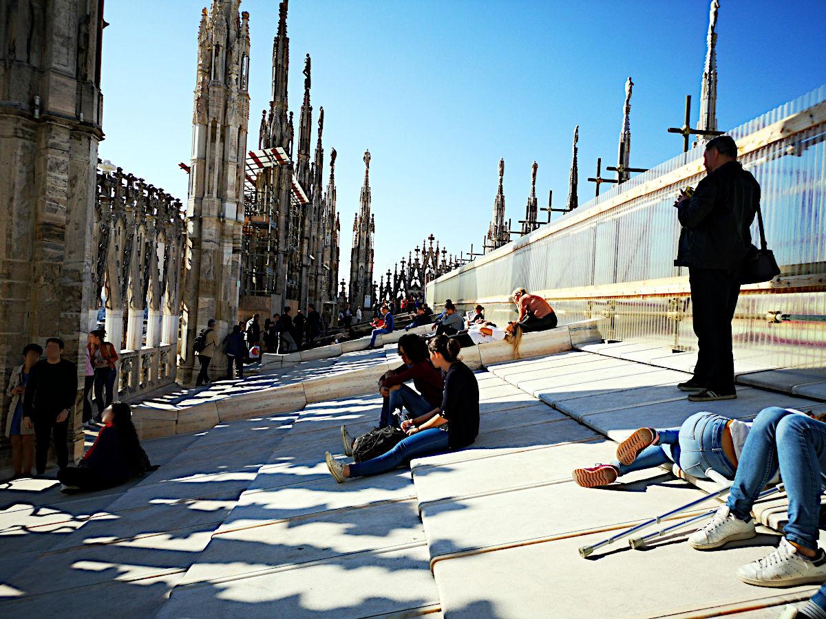 Auf dem Dach des Doms chillten jede Menge Leute in der Sonne. (Foto: Ruti)