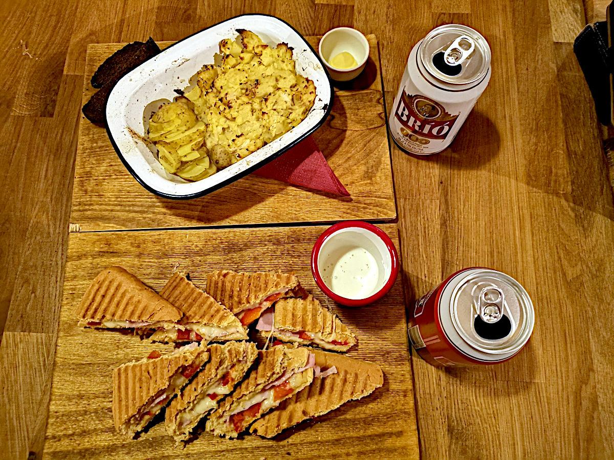 Island ist scheiß-teuer. Dieses Mahlzeit hat schlappe 50€ gekostet. (Foto: Ruti)