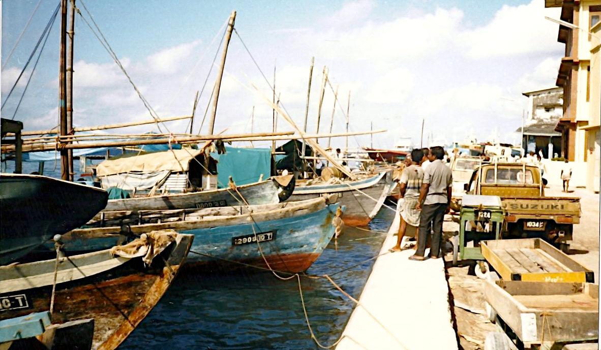 Dhonis am Anleger von Male, der Hauptstadt der Malediven 1986. (Foto: Ruti)