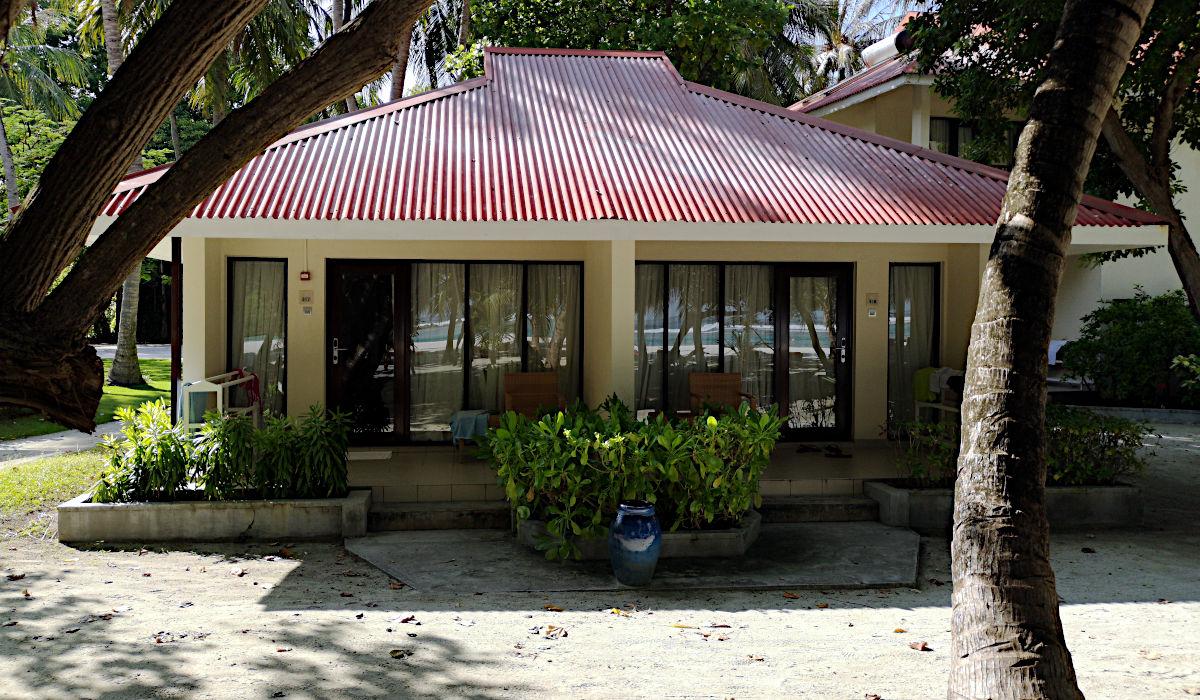 Die linke Seite des Bungalows war unsere Doppelhaushälfte auf Kani. (Foto: Ruti)