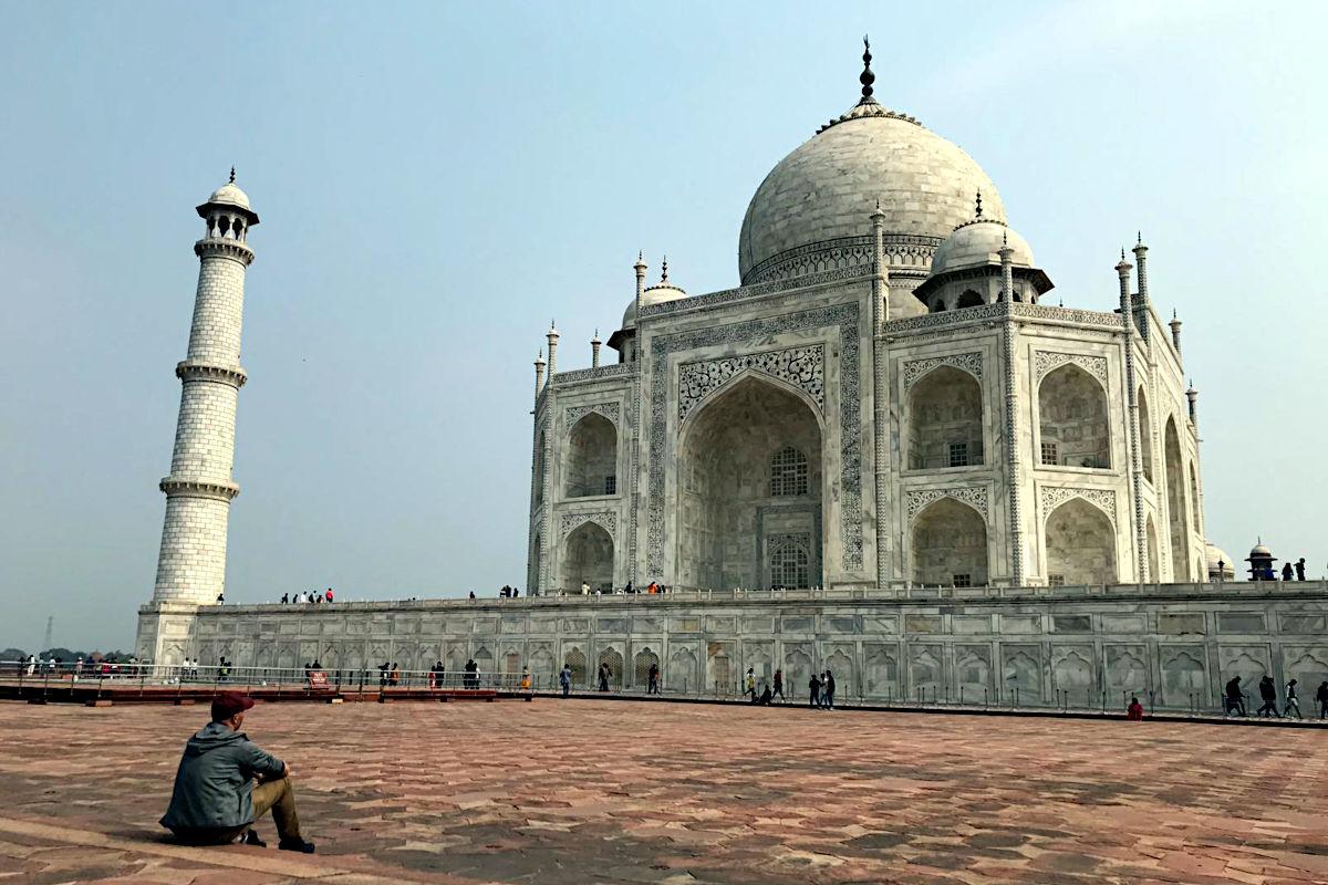 Es ist gar nicht so einfach ein Bild zu schießen, auf dem man alleine mit dem Taj Mahal ist. (Foto: Ruti)