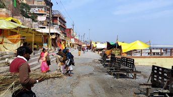 Das Verbrennen der Toten ist in Varanasi ein öffentlicher Vorgang, dem jeder zuschauen kann. (Foto: Ruti)
