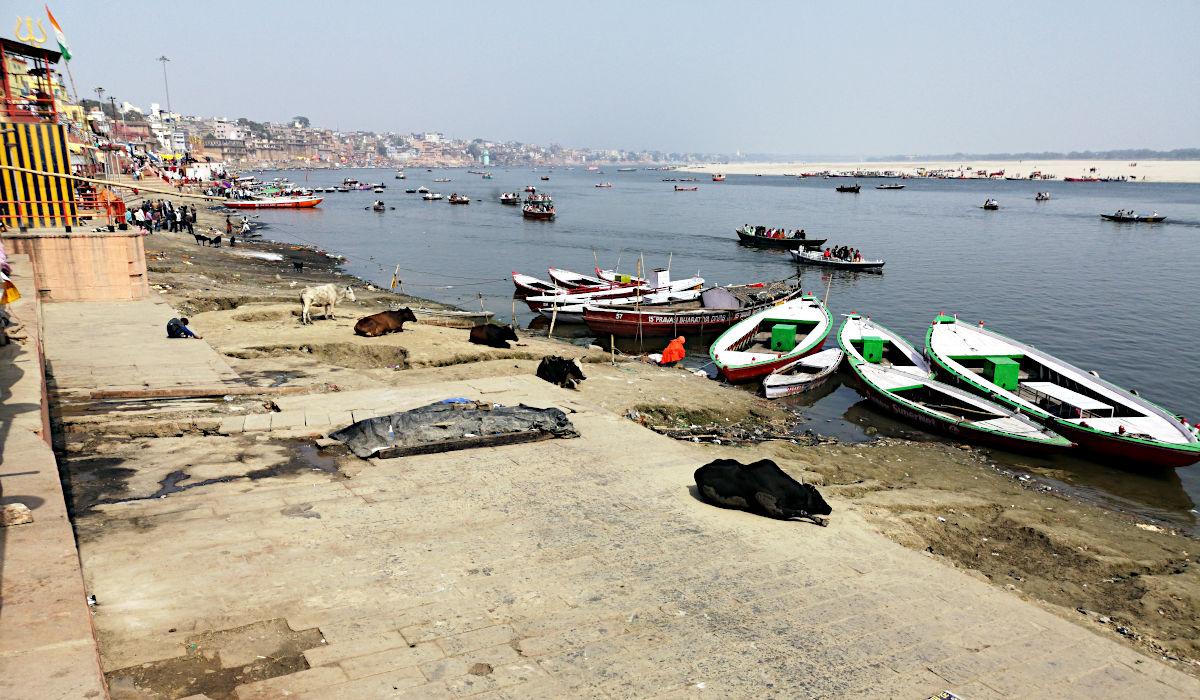 In Varanasi spielt sich alles am linken Ufer des Ganges ab. (Foto: Ruti)
